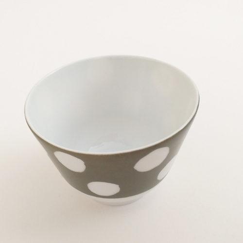Coupelle haute en porcelaine de Limoges, pois blanc et couleur Kaki. Peinte à la main