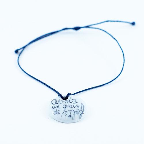 bracelet en porcelaine peint à la main, motif d'un message grain de folie