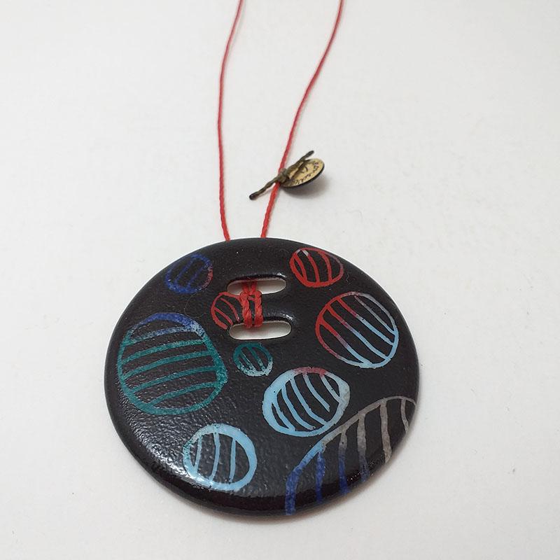Pendentif rond en porcelaine de Limoges peint à la main carte à gratter