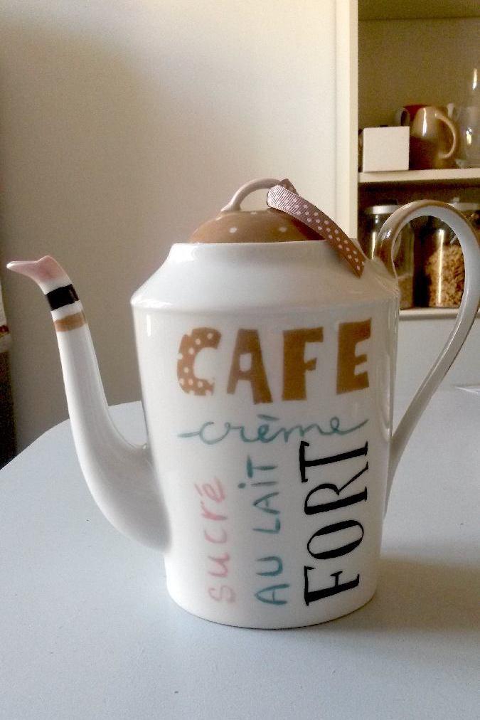 cafetière design en porcelaine
