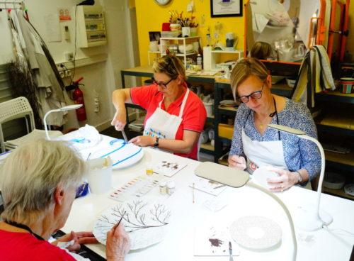cours de porcelaine peinte au semestre à l'atelier Les Créations d'Isa