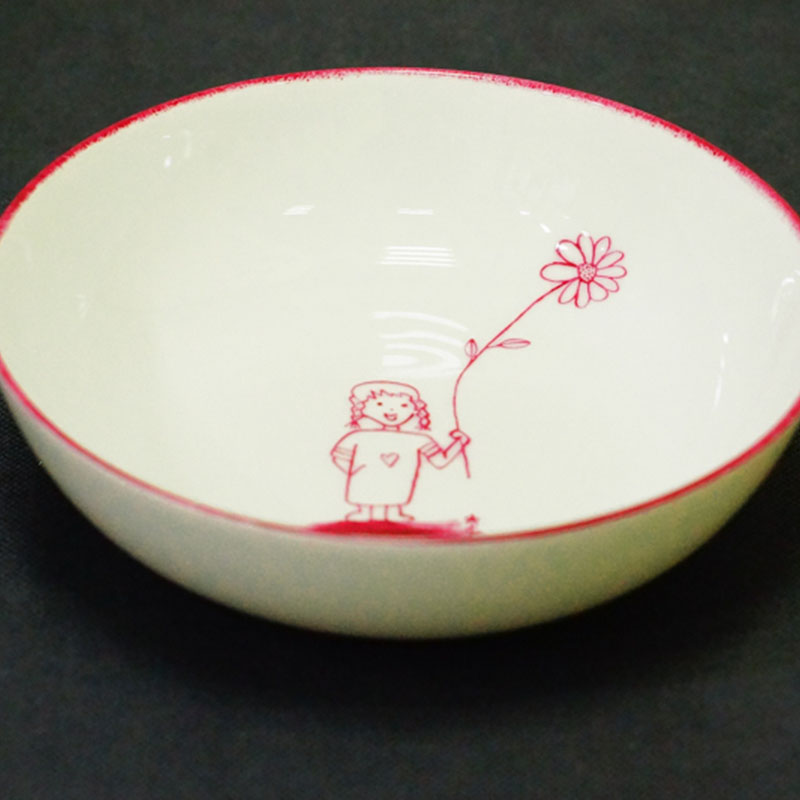 assiette creuse, fillette à la grande fleur, peint à la main