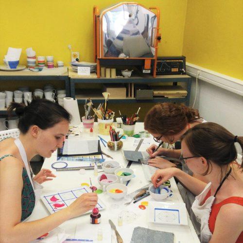 groupe de personnes en formation peinture porcelaine lyon brignais lescreationsdisa