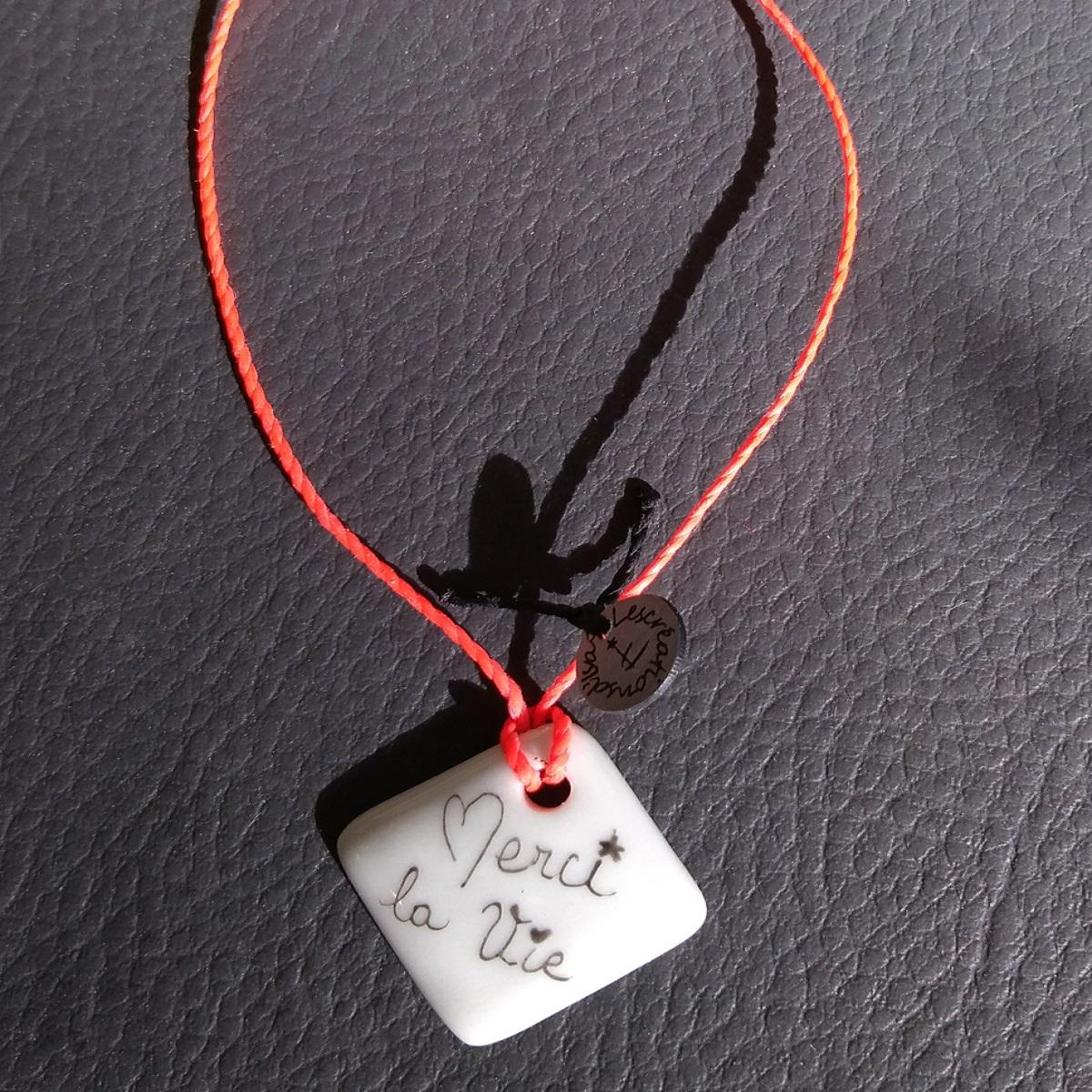 bracelet-carre-message-noir