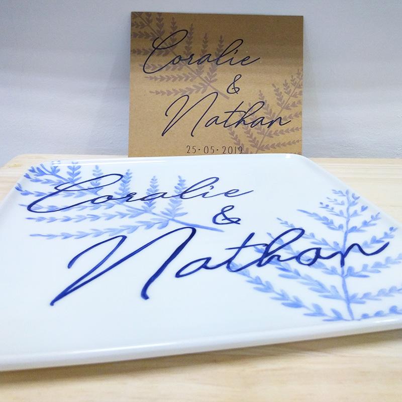 plat de présentation peint à la main d'après le faire-part de mariage, pièce unique, signée