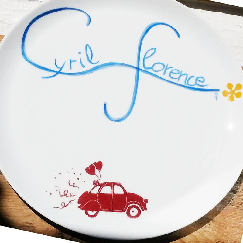 plat à tarte personnalisé avec les prénoms et voiture, mariage, décor peint à la main