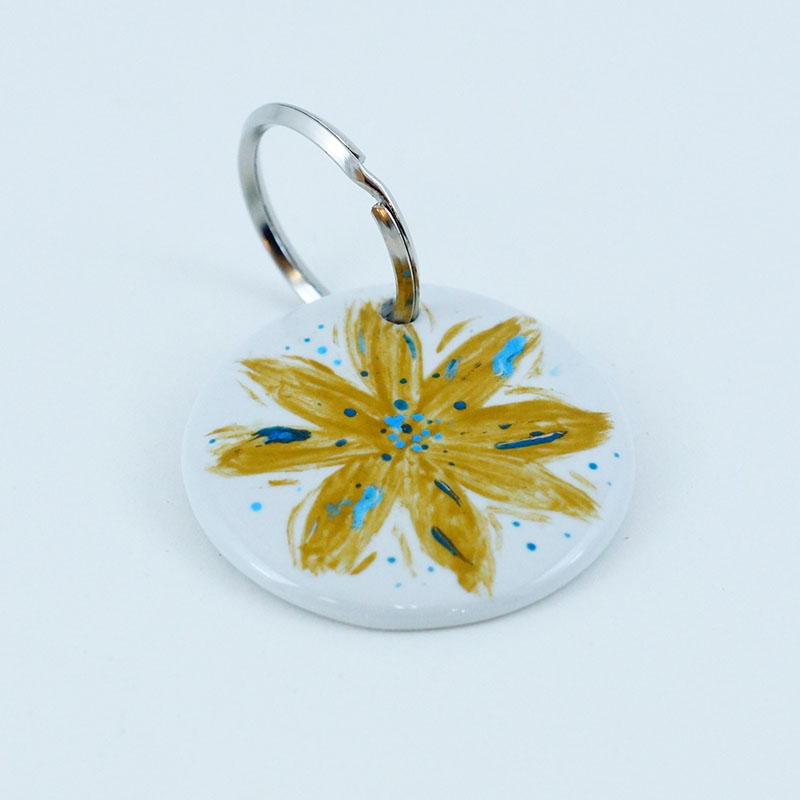 Bijou ou porte clé en porcelaine, atelier créatif, peint à la main