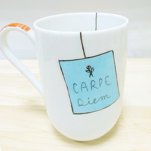 mug en porcelaine de Limoges peint à la main avec un message