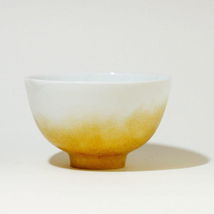 petit bol en porcelaine de Limoges, peint à la main poudré doré