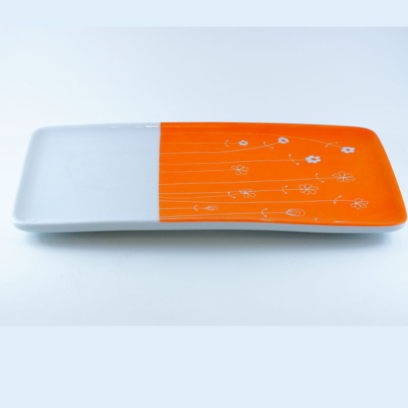 plat ou plateau en porcelaine peint à la main