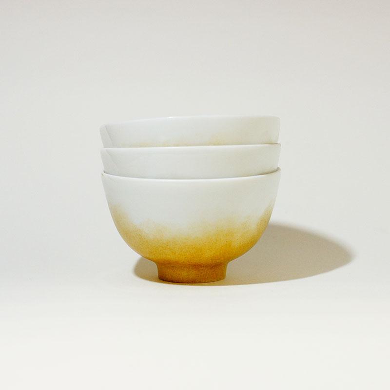 Trio de petits bols en porcelaine de Limoges peint à la main poudré doré
