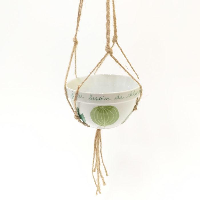 bol en porcelaine peint à la main collection Chlorohpylle avec suspension en macramé