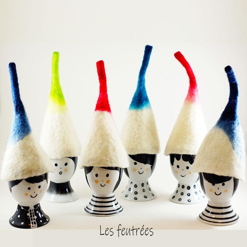 ensemble de coquetiers et chapeaux en laine feutrée, peint et réalisé à la main