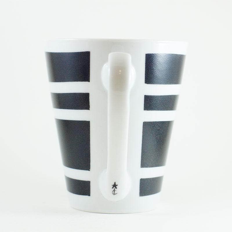 détail du mug rayé collection Black and White