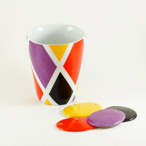 tasse en porcelaine arlequin, atelier créatif de peinture sur céramique