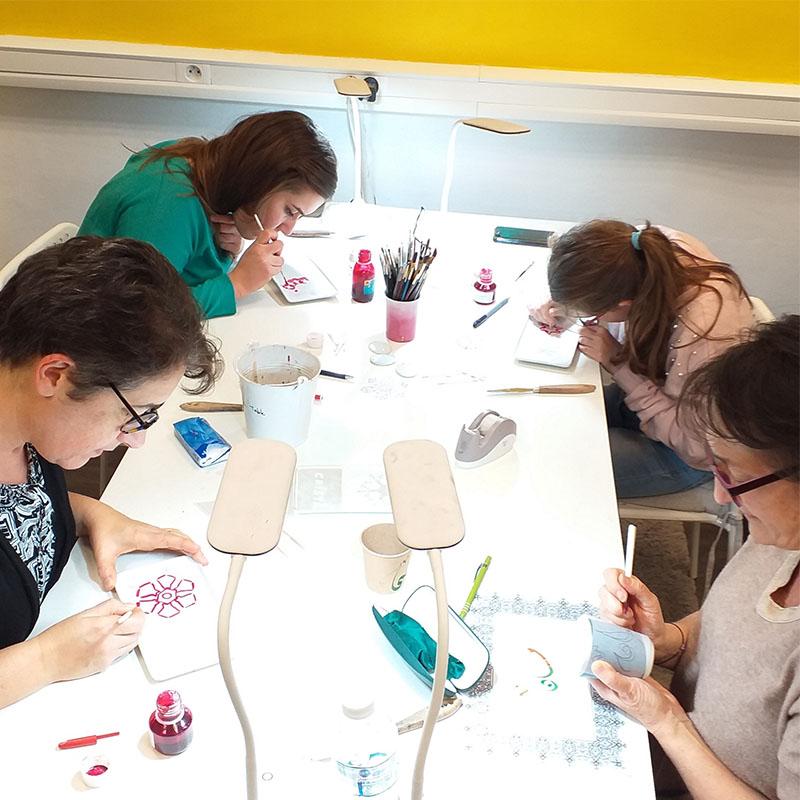 atelier et cours de peinture sur porcelaine