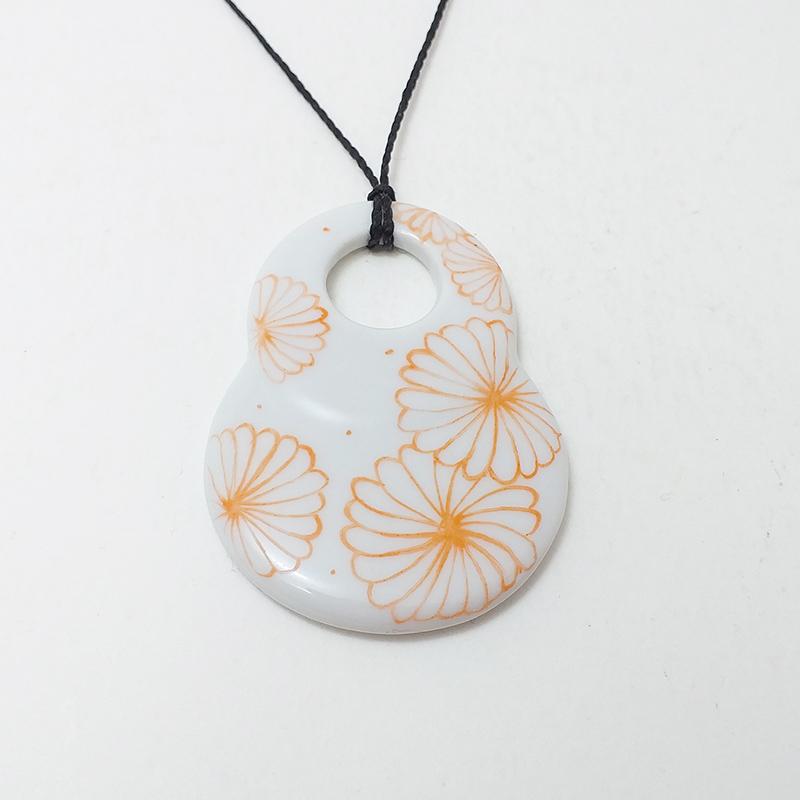 pendentif en porcelaine peinte à la main, fleur du japon mandarine