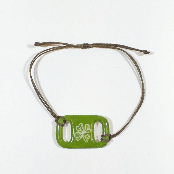 bracelet en porcelaine forme rectangle, trèfle vert, peint à la main