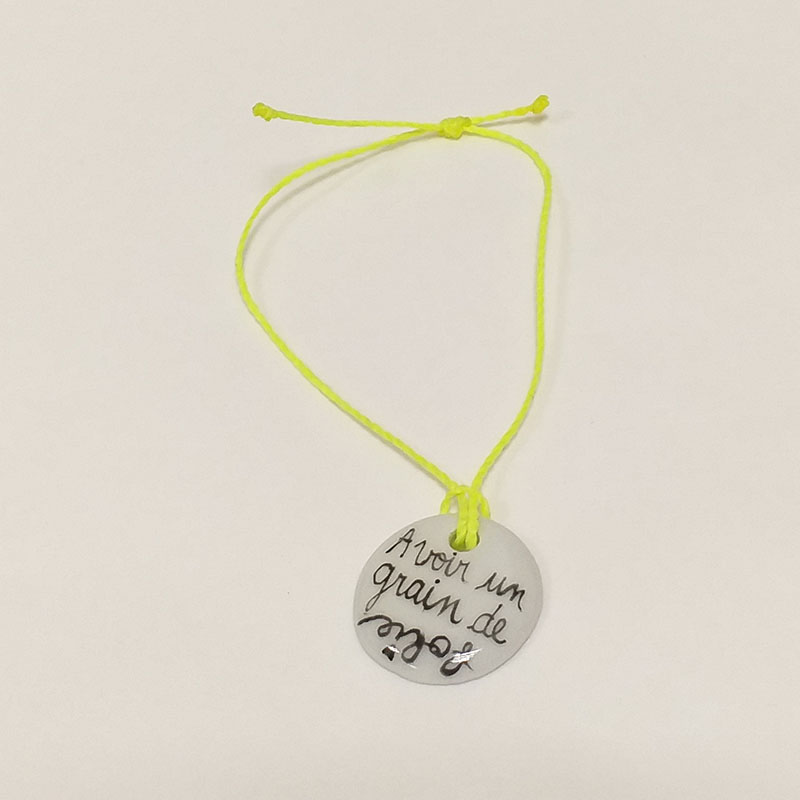 Bracelet rond en porcelaine, message, avoir un grain de folie