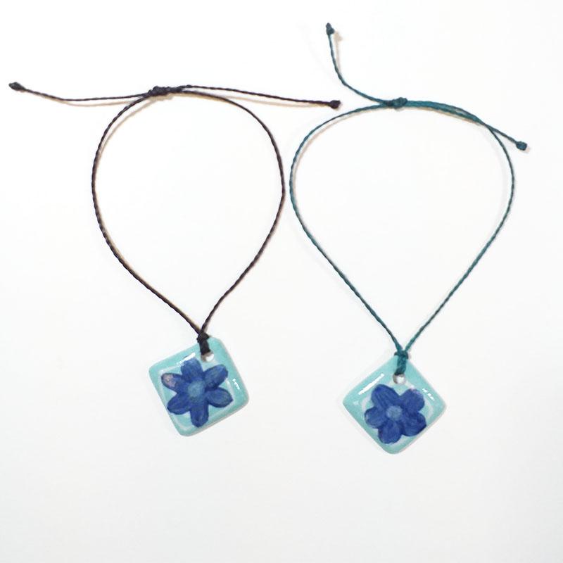 bracelets carrés en porcelaine motif fleur bleue peint à la main