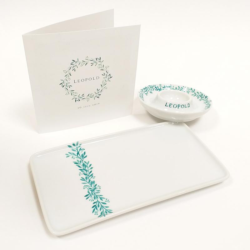 ensemble plateau et coquetier pour une naissance, porcelaine peinte à la main