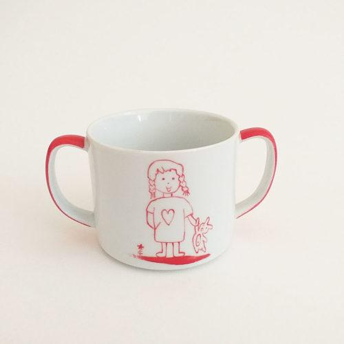 Tasse à anse baby couleur rouge, figurine fillette au doudou. Peint à la main