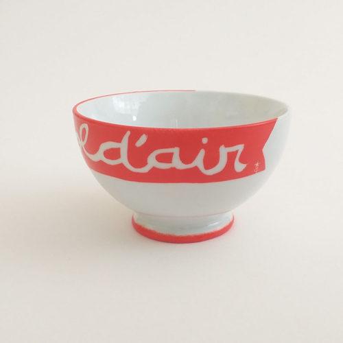 Bol à talon en porcelaine, corail, collection graphik, message bol d'air. Peint à la main