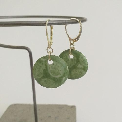 Boucle d'oreilles rondes vert, empreinte, peinte à la main