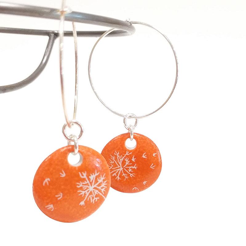 Boucles d'oreilles en porcelaine forme ronde, pissenlit. Couleur mandarine, peint à la main