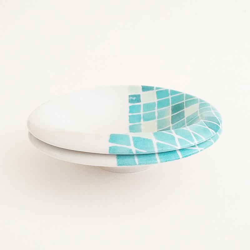 coupelle en porcelaine Collection Aquatic, série PIscine. Peint à la main