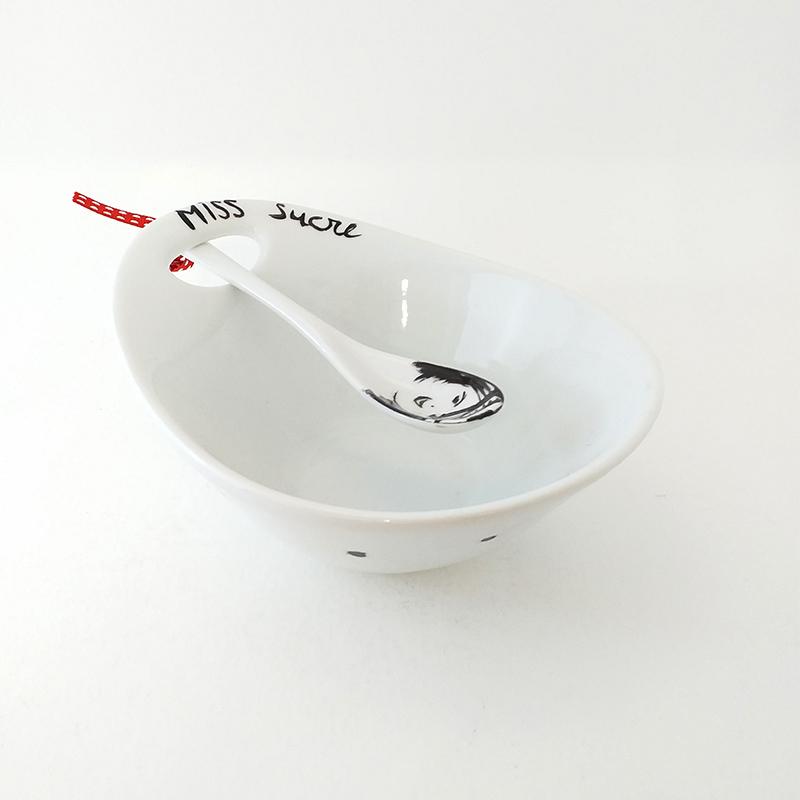 Coupelle en porcelaine de Limoges, Peinte à la main. Miss Sucrée