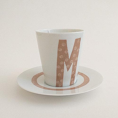 Mug en porcelaine de Limoges et sous tasse. Collection Message, peint à la main