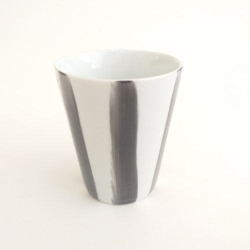 Gobelet en porcelaine, rayures, peintes à la main