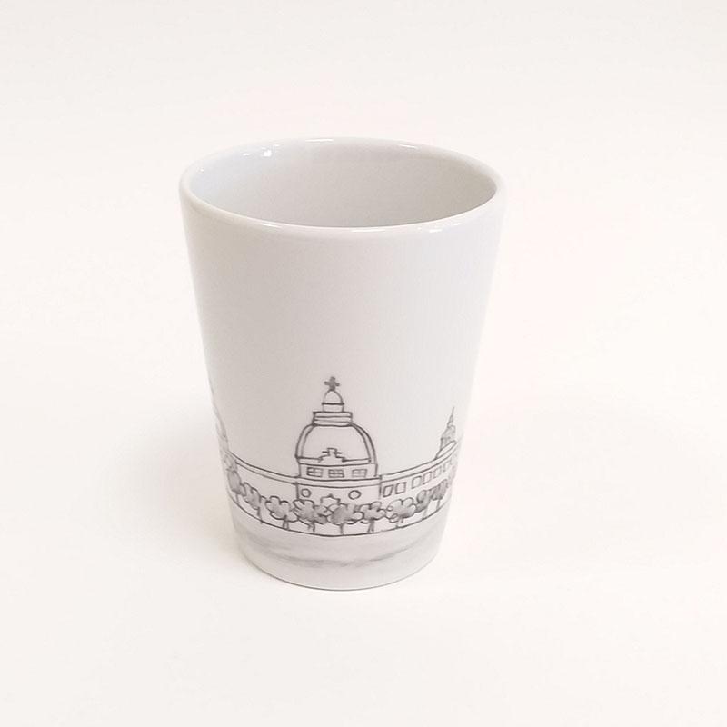 mug en porcelaine, collection Lyon, Hotel Dieu, peint à la main