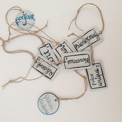 Plaques en porcelaine porteuses de message. Peintes à la main