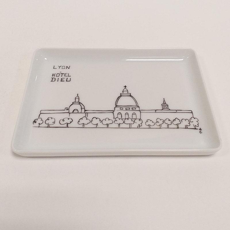 plat en porcelaine de Limoges, collection Lyon. Hotel dieu