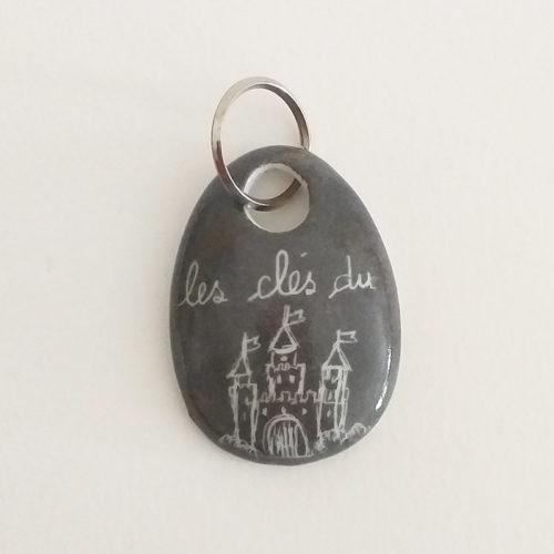 Porte clé en porcelaine peint à la main, motif Château