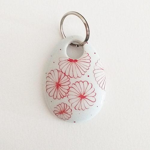 porte clé en porcelaine peint à la main, motif fleur du japon