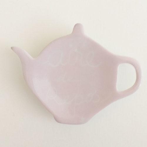 repose sachet de thé rose poudré, peint à la main