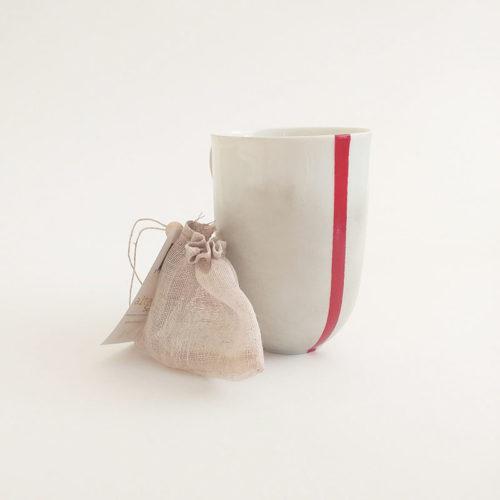 filtre à thé en lin bio et mug peint à la main