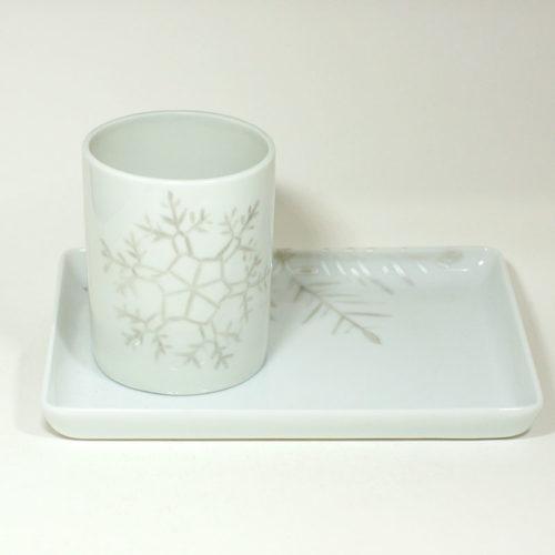 Tasse et plateau en porcelaine de Limoges, collection Crystal. Peint à la main