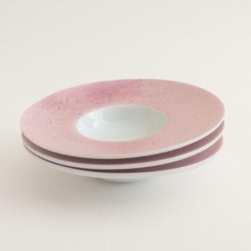 trio de coupelles rondes en porcelaine, peint à la main. Couleur rose