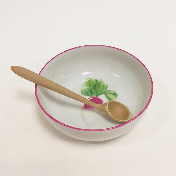Coupelle en porcelaine, collection potager. Peint à la main. Motif : radis, bordure pourpre