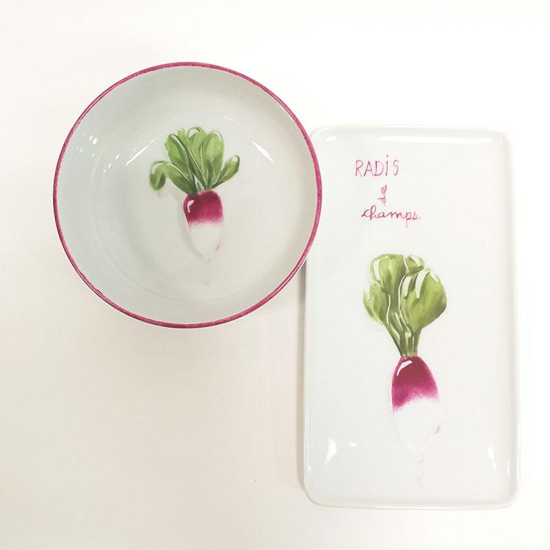 Duo plat et coupelle en porcelaine, collection potager. Peint à la main. Motif : radis. Version 2