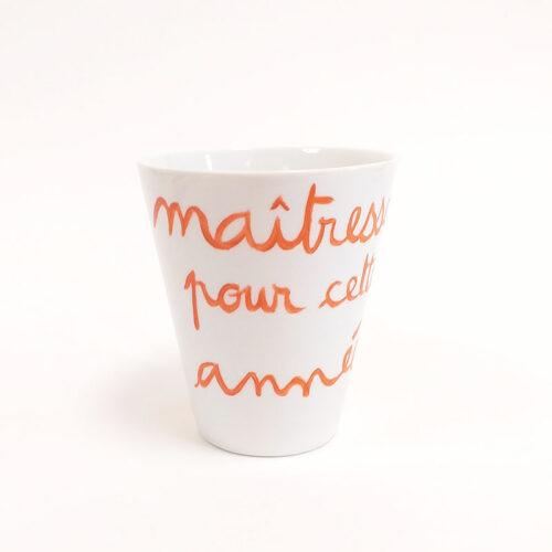 """Mug en porcelaine, collection """"pour remercier"""" sa maîtresse. Peint à la main"""