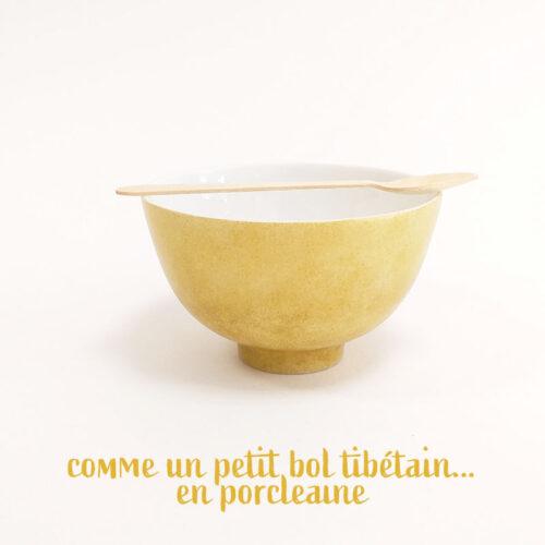 Petit bol en porcelaine de Limoges, poudré doré, peint à la main