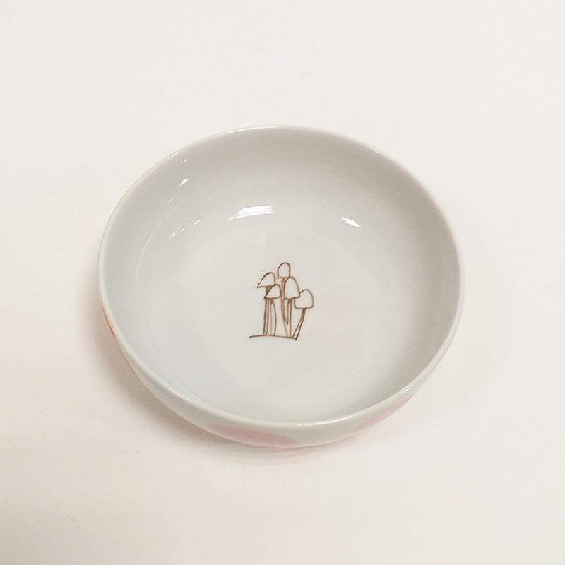 coupelle en porcelaine 13, chlorophylle d'automne, peint à la main : petits champignons