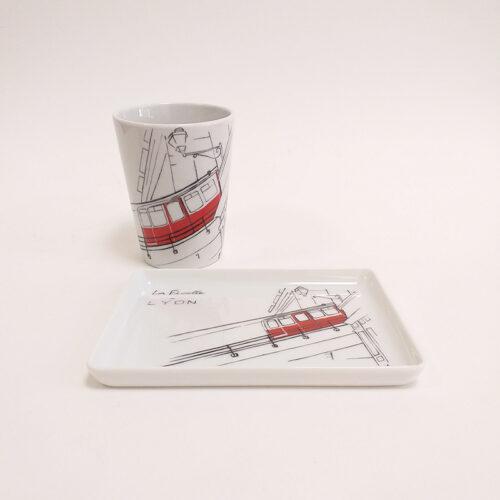 Ensemble mug et plat, plateau en porcelaine de Limoges, peint à la main. Collection Lyon, Funiculaire.