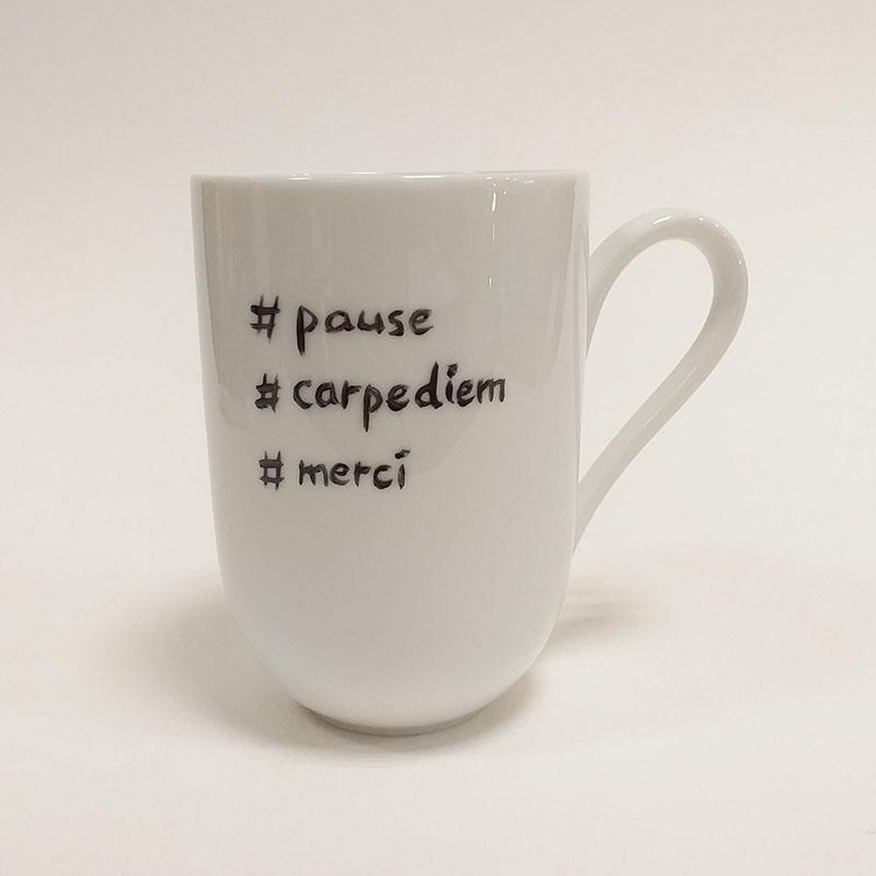 mug en porcelaine de Limoges, collection Fais un voeu, coeur doré, pause, carpe diem, merci. Peint à la main