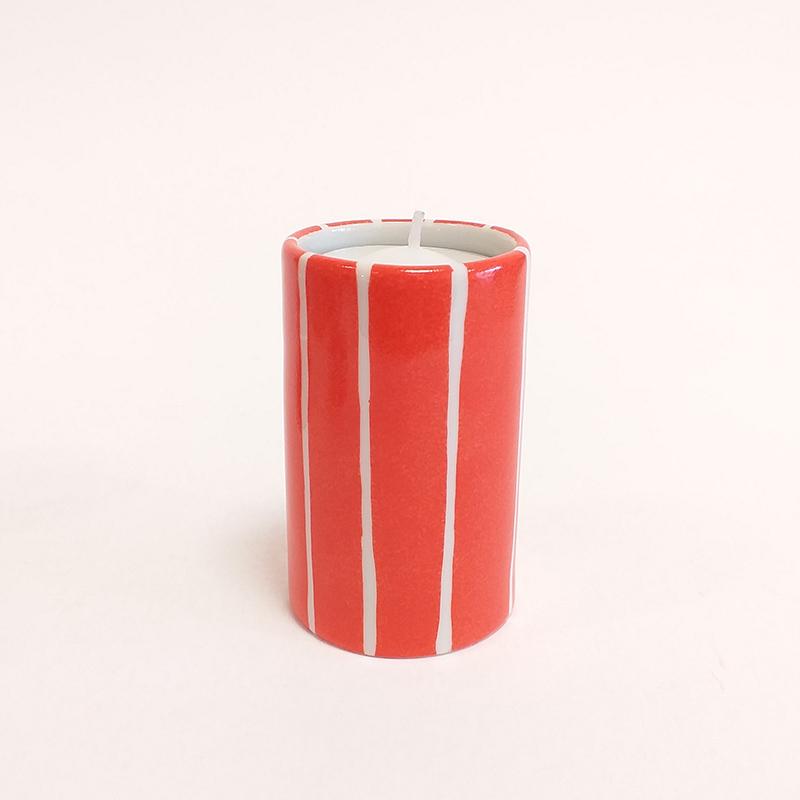 """Bougeoir cylindrique en porcelaine, collection """" Fifty's"""" - Paint à la main. Corail à rayures verticales"""